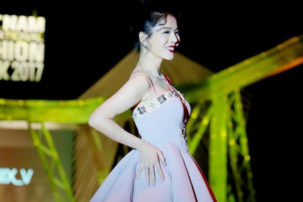 Le Quyen lam vedette cho Vu Thu Phuong hinh anh