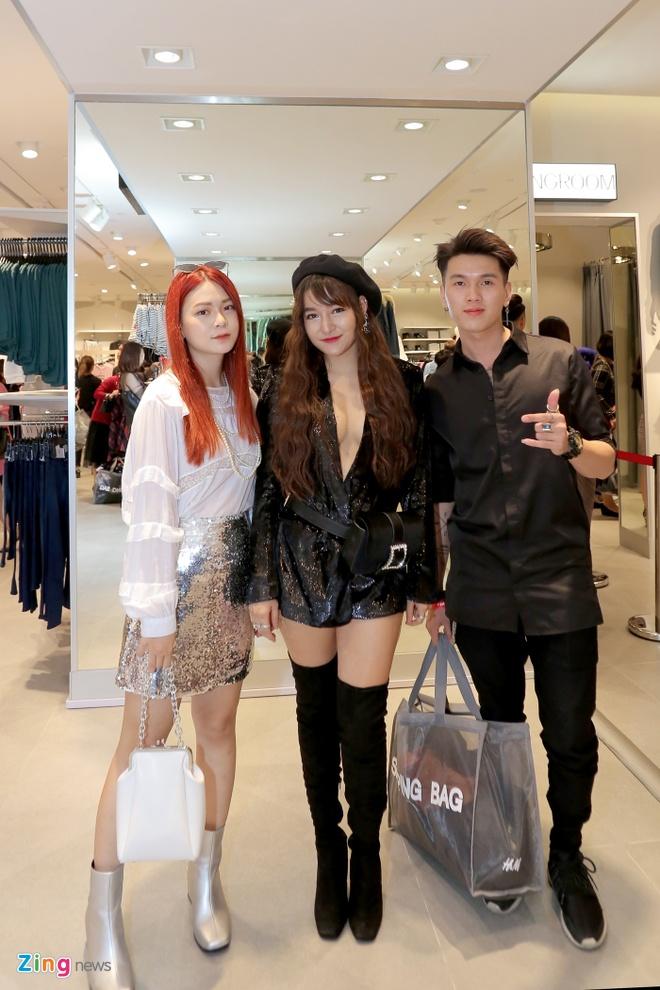 Sao Viet du khai truong som cua hang H&M dau tien tai Ha Noi hinh anh 10