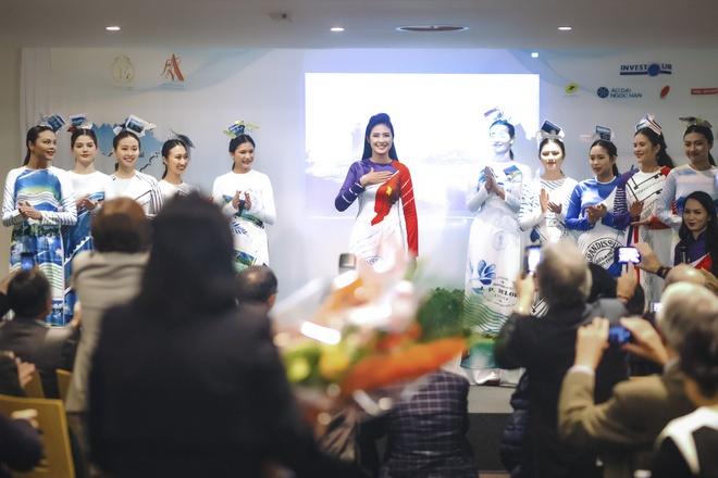 Ngoc Han trinh dien bo suu tap ao dai tai tru so UNESCO hinh anh 7