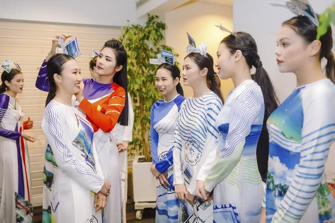 Ngoc Han trinh dien bo suu tap ao dai tai tru so UNESCO hinh anh 2