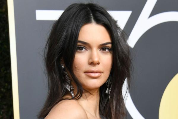 Sieu mau 9X Kendall Jenner bi che mat day mun hinh anh