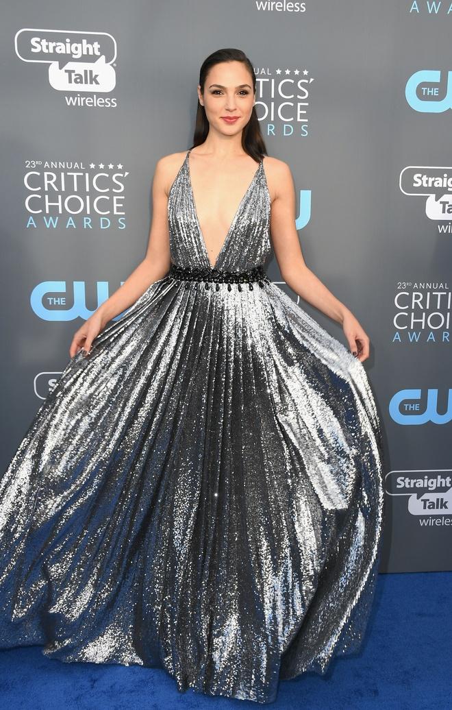 Angelina Jolie vao nhom sao dep nhat tham xanh Critics' Choice Awards hinh anh 2
