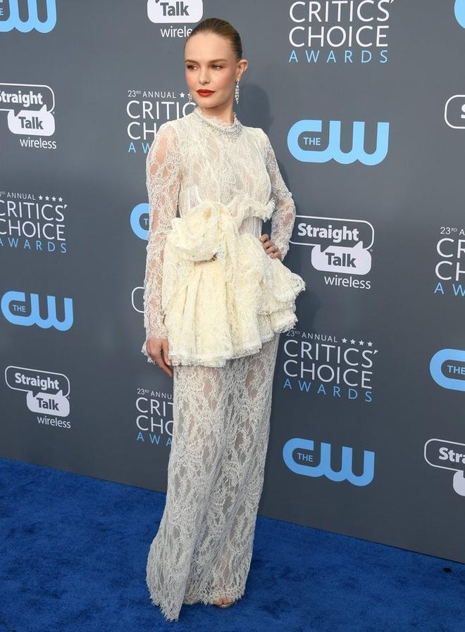 Angelina Jolie vao nhom sao dep nhat tham xanh Critics' Choice Awards hinh anh 6
