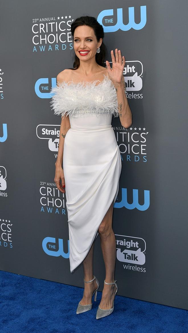 Angelina Jolie vao nhom sao dep nhat tham xanh Critics' Choice Awards hinh anh 1