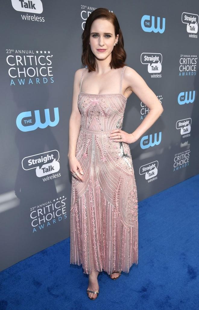 Angelina Jolie vao nhom sao dep nhat tham xanh Critics' Choice Awards hinh anh 5