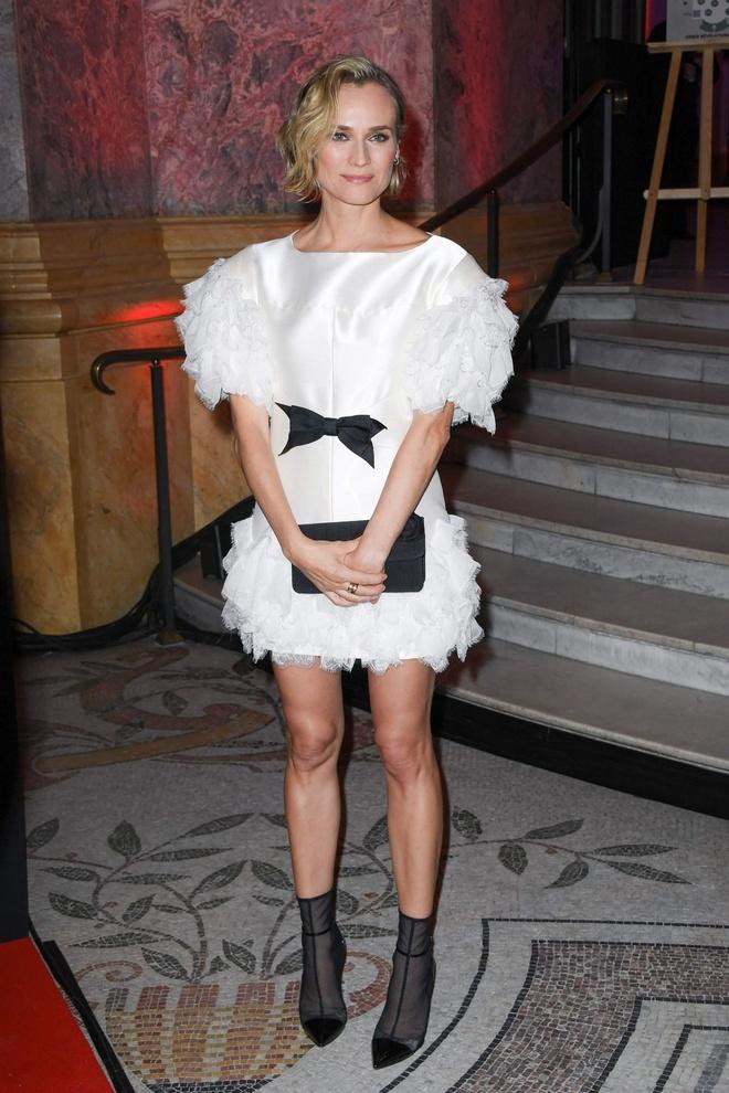 Margot Robbie, Victoria Beckham mac an tuong nhat tuan hinh anh 4