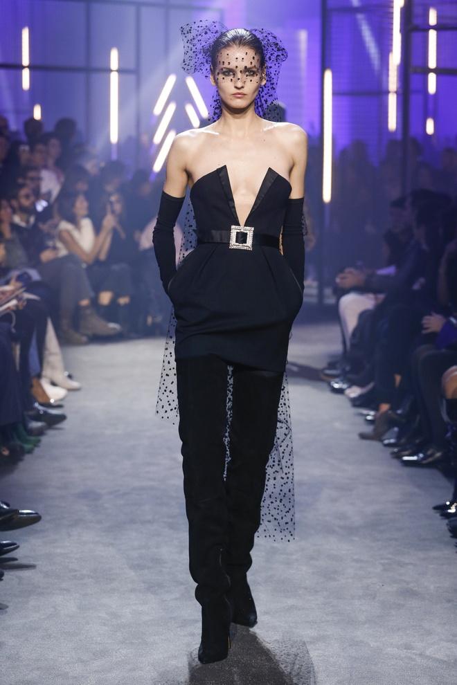 Bella Hadid gap su co trang phuc tren san dien Paris Fashion Week hinh anh 4