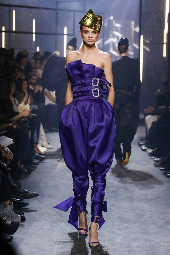 Bella Hadid gap su co trang phuc tren san dien Paris Fashion Week hinh anh 8