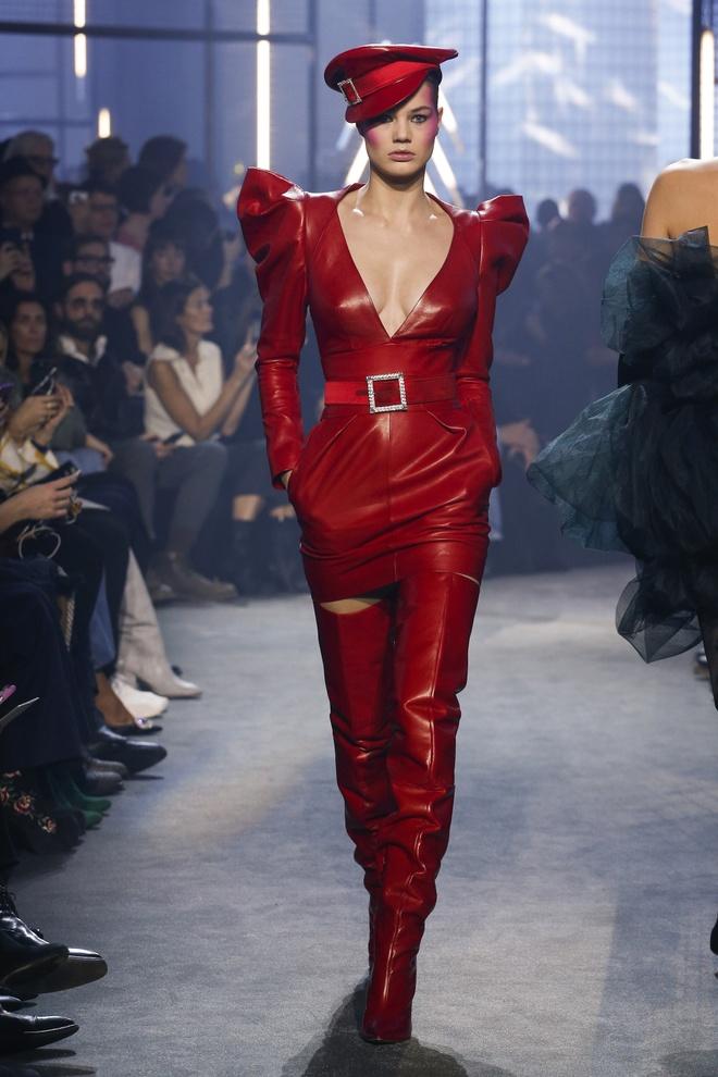 Bella Hadid gap su co trang phuc tren san dien Paris Fashion Week hinh anh 5