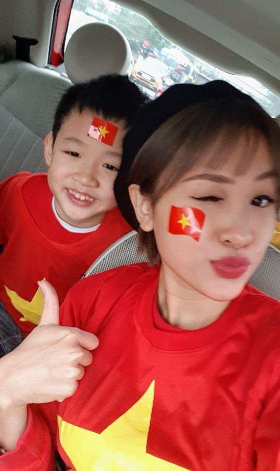 Hoa hau, a hau Viet mac ao co do co vu doi tuyen U23 o chung ket hinh anh 7