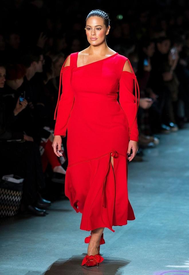 Nhung nguoi mau thong tri san dien New York Fashion Week 2018 hinh anh 4