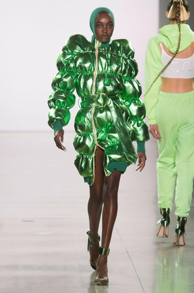 10 trang phuc ky quai nhat san dien New York Fashion Week 2018 hinh anh 10