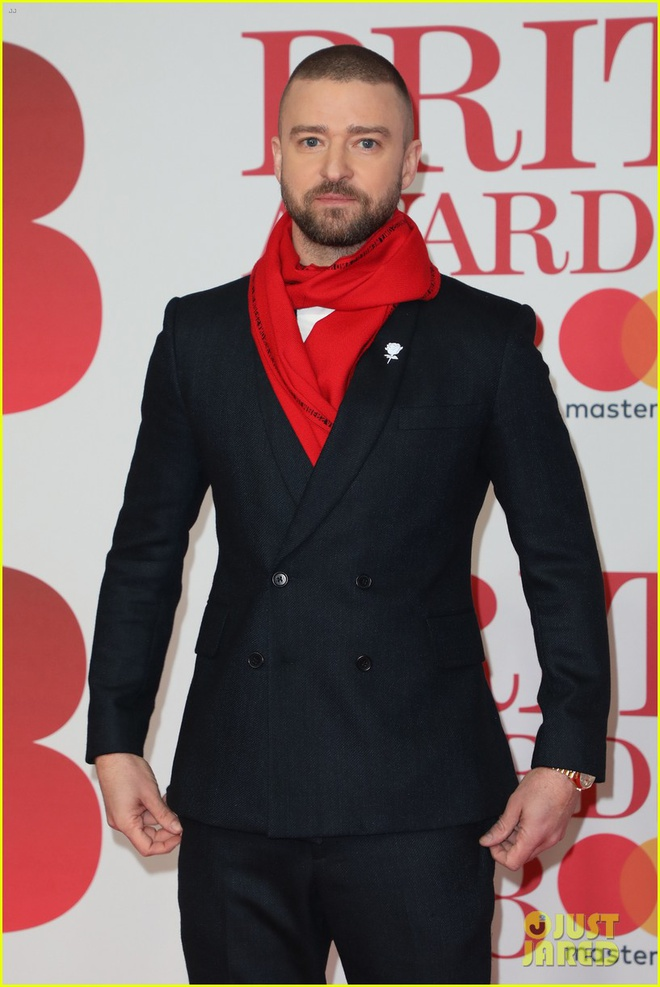 Dan nguoi dep long lay vay ao hang hieu tren tham do Brit Awards hinh anh 14