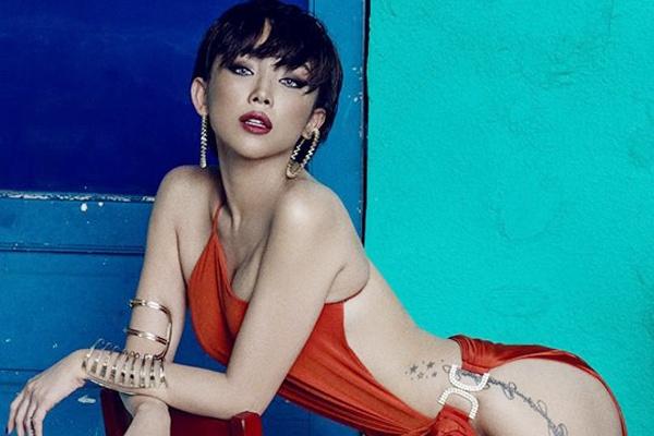 Stylist cua Toc Tien phan hoi ve chiec vay bi che phan cam hinh anh