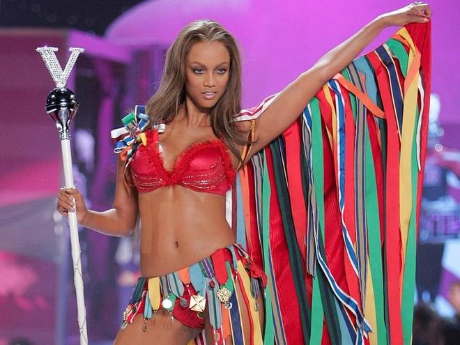Sieu mau Tyra Banks tung bi Victoria's Secret loai thang tay hinh anh 1