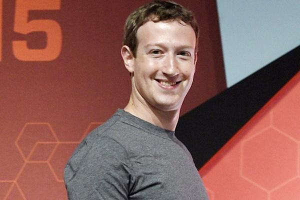 Mark Zuckerberg: Ty phu thich mac ao thun va 2 lan hiem hoi dien suit hinh anh