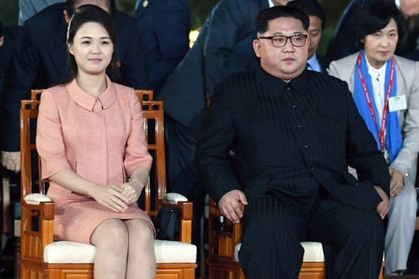 Vo Kim Jong Un trung thanh voi phong cach thoi trang thanh lich hinh anh