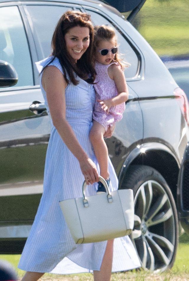 Vay 70 USD cua thuong hieu binh dan 'chay hang' nho Kate Middleton hinh anh 1