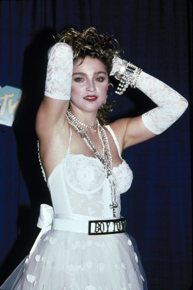 'Huyen thoai' Madonna va cau chuyen mac ao nguc len san khau hinh anh 3
