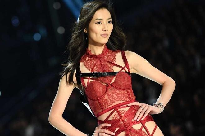 Nguoi mau Trung Quoc khong can sexy van lam 'chao dao' lang thoi trang hinh anh