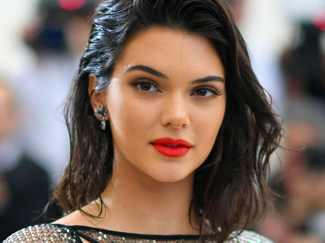Dan mau quoc te phan no, dong loat chi trich Kendall Jenner hinh anh 3