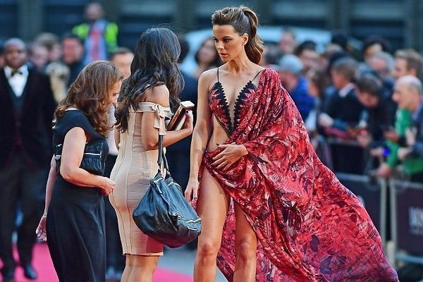 Vay tham do tao bao cua Kate Beckinsale duoc vi nhu ao tam hinh anh