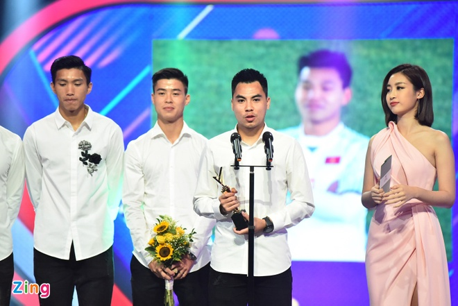 Ngo Kien Huy, Lan Phuong, U23 Viet Nam duoc vinh danh tai VTV Awards hinh anh