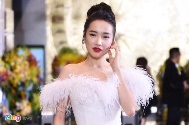 Nha Phuong, Bao Thanh rang ro tren tham do VTV Awards 2018 hinh anh