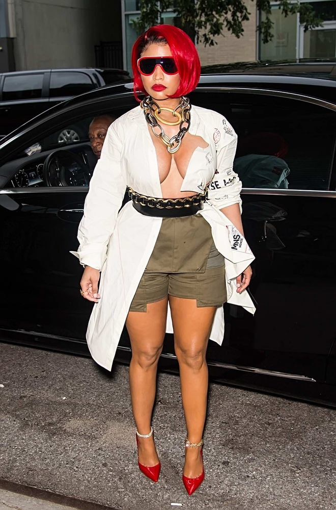 Thoi trang khoe vong mot phan cam cua Nicki Minaj hinh anh 2