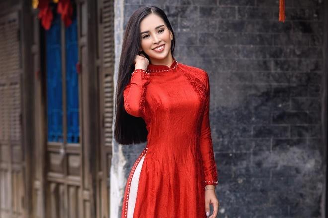 Hoa hau Viet Nam Tieu Vy diu dang trong bo anh ao dai o Hoi An hinh anh