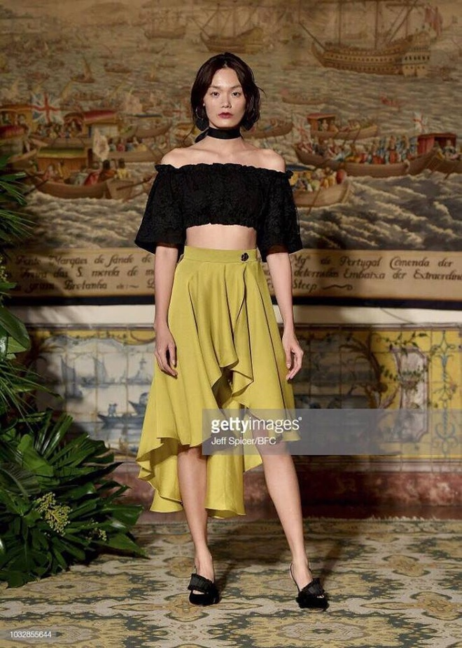 Hai nguoi mau Viet trinh dien o London Fashion Week hinh anh 4