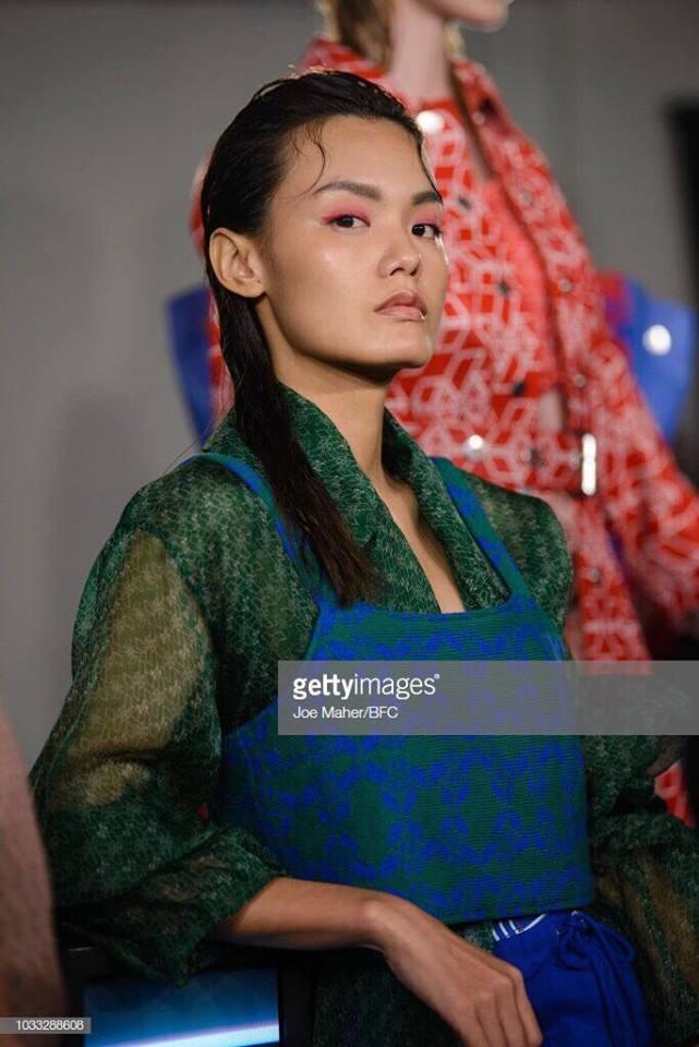 Hai nguoi mau Viet trinh dien o London Fashion Week hinh anh 6