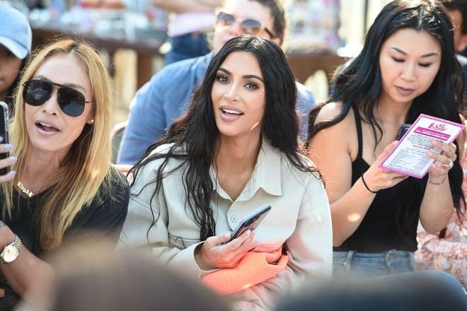 Con gai Kim Kardashian mac ca tinh, lan dau trinh dien catwalk hinh anh 4