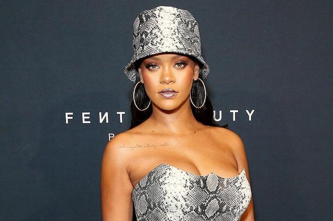 Cach phoi do la mat chi co o Rihanna hinh anh