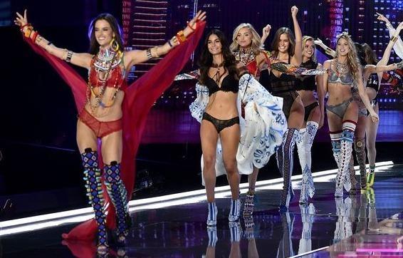 Ve xem Victoria's Secret Show duoc ban dau gia 25.000 USD hinh anh