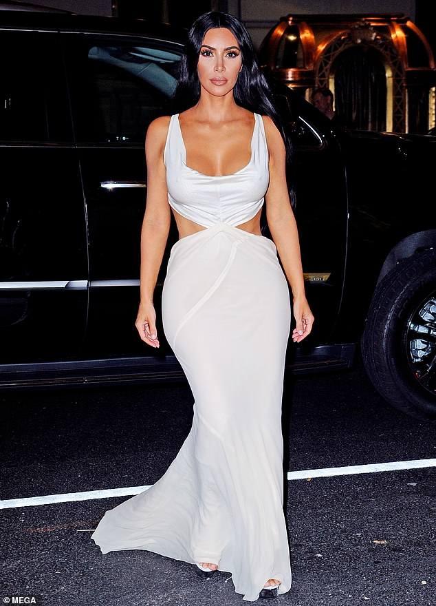 Kim Kardashian va cuu hoa hau Priyanka Chopra do thoi trang tao bao hinh anh 1