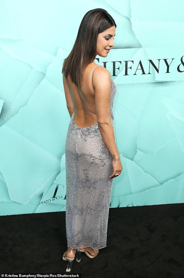 Kim Kardashian va cuu hoa hau Priyanka Chopra do thoi trang tao bao hinh anh 3