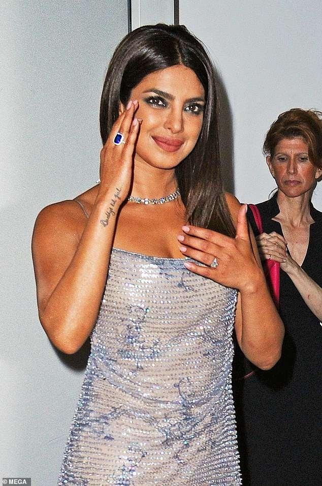 Kim Kardashian va cuu hoa hau Priyanka Chopra do thoi trang tao bao hinh anh 4