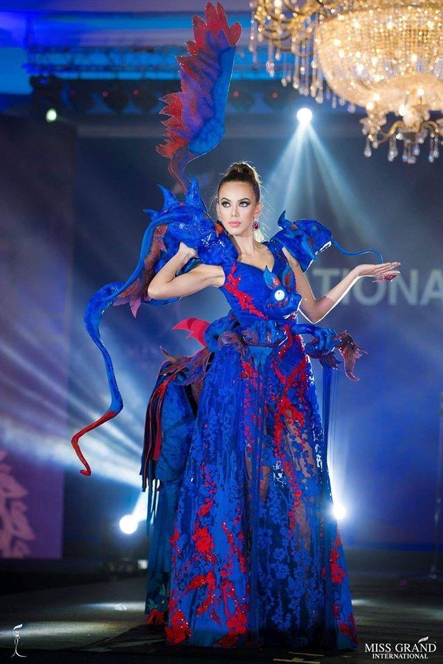 Ao dai cua Phuong Nga vao top 10 trang phuc truyen thong Miss Grand hinh anh 5