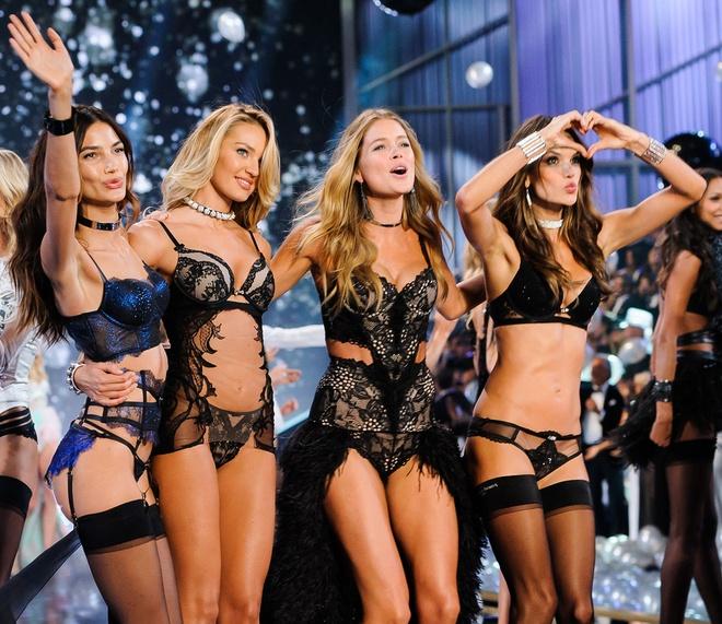 Nguoi mau ngoai co keu goi tay chay Victoria's Secret Show hinh anh 3