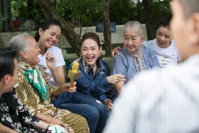 The Face: Thanh Hang khien thi sinh buc xuc, Minh Hang tuc gian bo ve hinh anh 1
