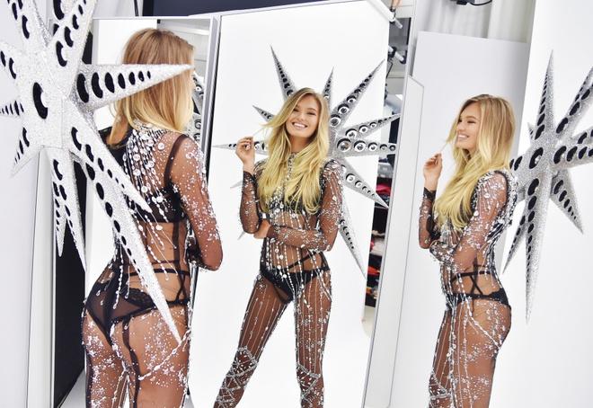 Victoria's Secret Show: 100 doi giay, canh thien than nang 12 kg hinh anh 5