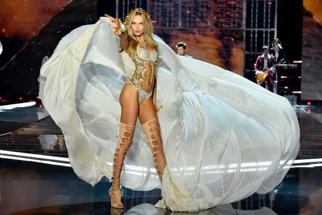 Victoria's Secret Show: 100 doi giay, canh thien than nang 12 kg hinh anh