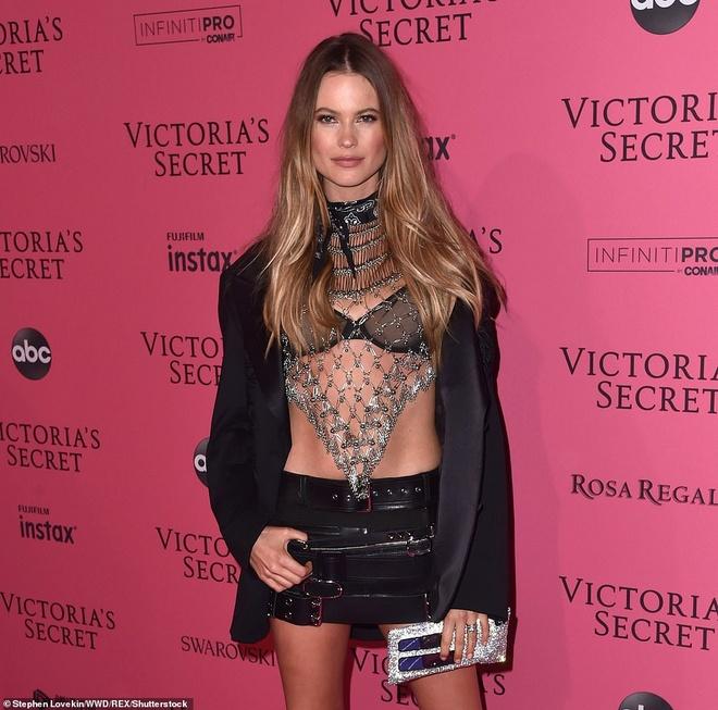 Bella Hadid dien mot khong noi y du tiec Victoria's Secret Show hinh anh 6