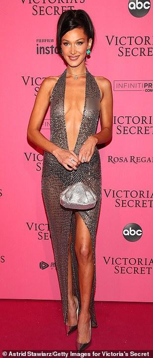 Bella Hadid dien mot khong noi y du tiec Victoria's Secret Show hinh anh 2