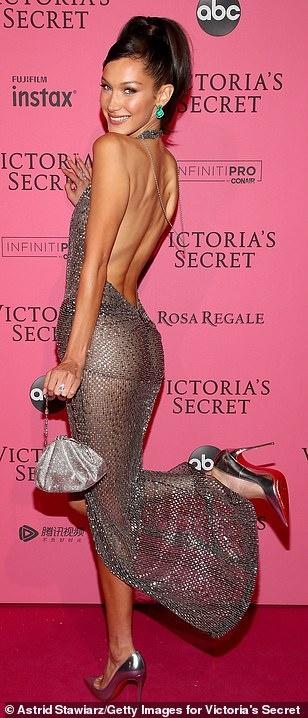 Bella Hadid dien mot khong noi y du tiec Victoria's Secret Show hinh anh 3