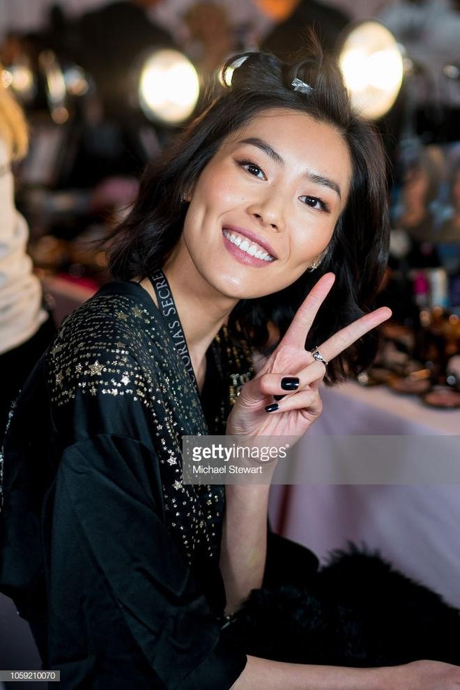 Hau truong nong bong cua dan thien than o Victoria's Secret Show 2018 hinh anh 12