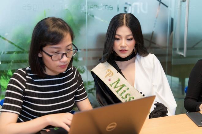 Hoa hậu Phương Khánh: Tại sao hình ảnh xấu đi vì chơi với Ngọc Trinh?