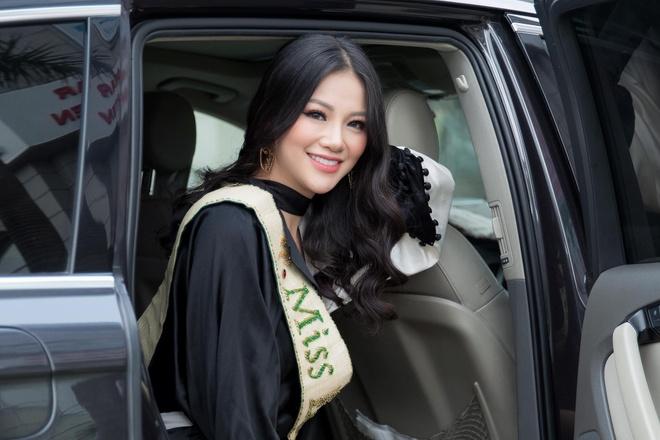 Hoa hau Phuong Khanh bat dau tra loi cau hoi cua doc gia Zing.vn hinh anh