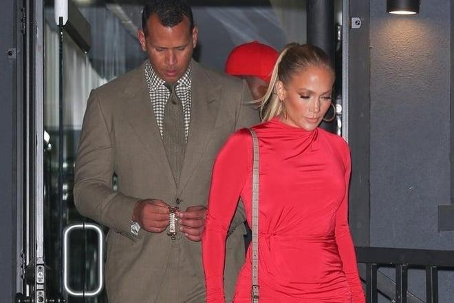 Thoi trang dep doi cua Jennifer Lopez va ban trai kem 6 tuoi hinh anh